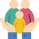 Ícone ilustrando duas mãos segurando uma família, ilustrando o zelo de uma cobertura de seguro de vida.